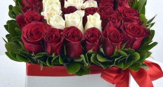 İsime Özel Kutu Çiçekler Nişana Gider mi?