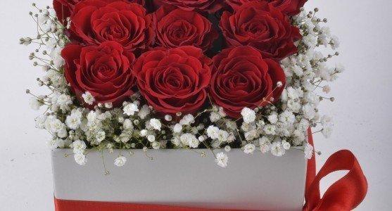 Kutu Çiçeklerle Sevdiğini Mutlu Hissettir
